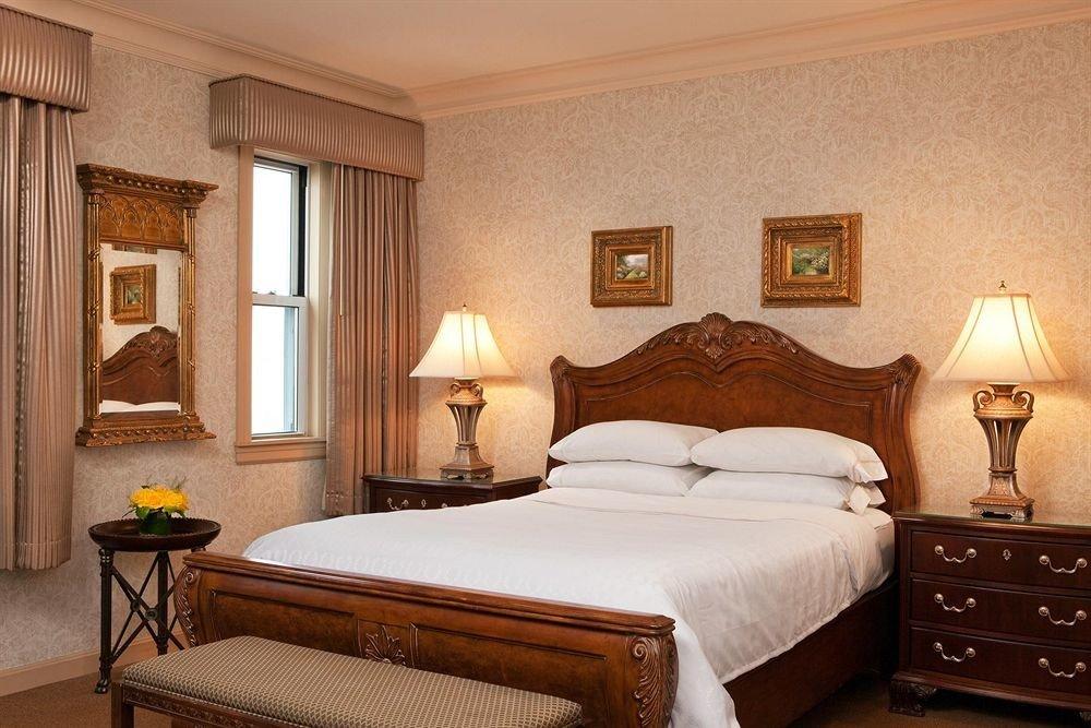 Bedroom property Suite cottage hardwood lamp tan