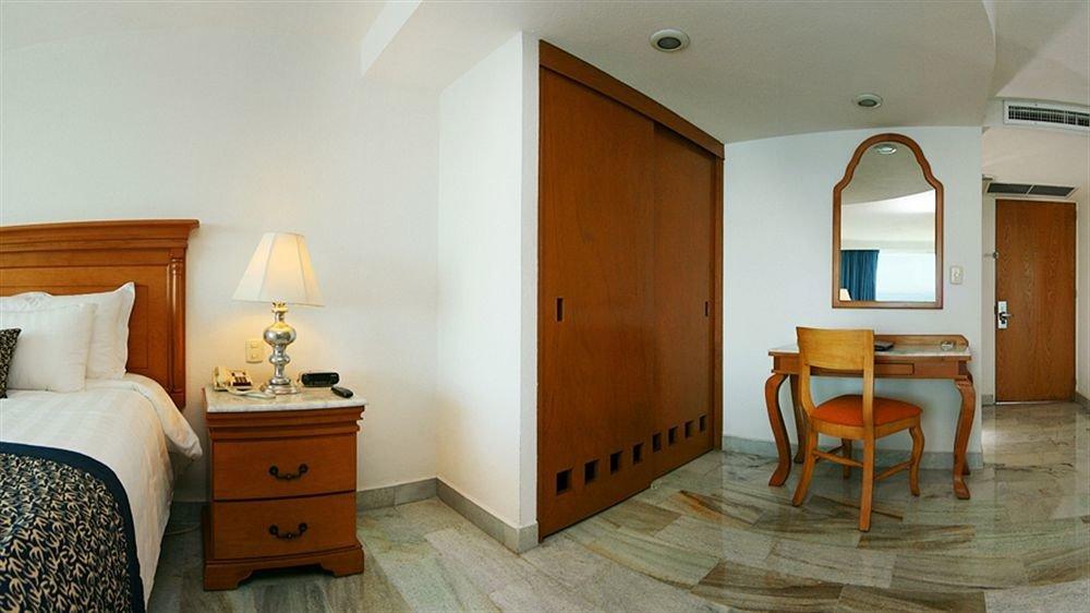 property Suite Bedroom cottage home hardwood living room