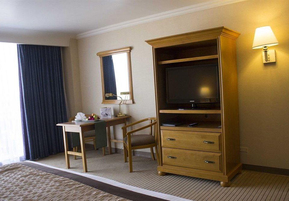 property Suite Bedroom hardwood cottage home living room