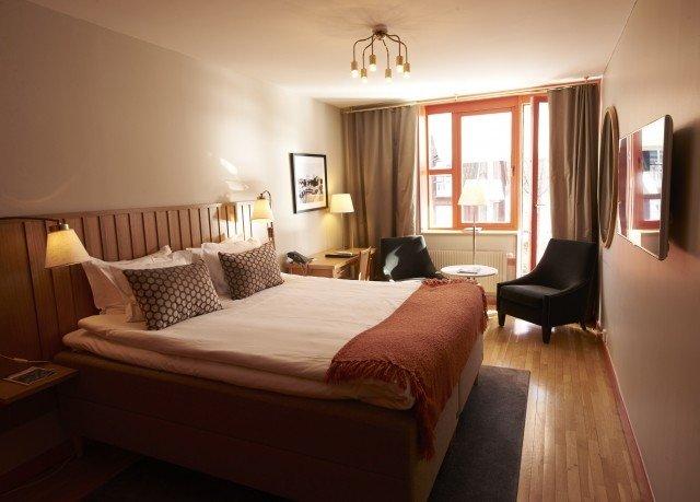 Bedroom property Suite cottage hardwood lamp