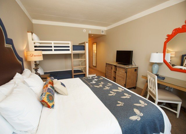 property Bedroom cottage home Suite