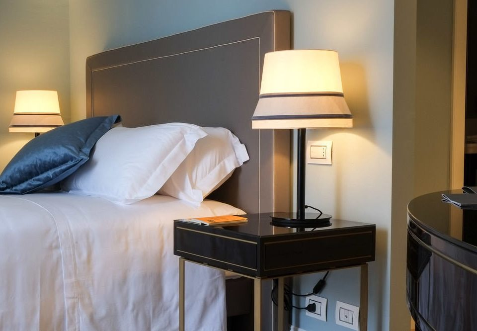property Suite Bedroom home lighting cottage lamp