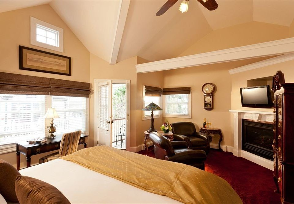property Bedroom Suite home cottage living room