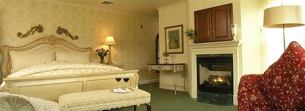 property home Suite cottage Bedroom living room mansion