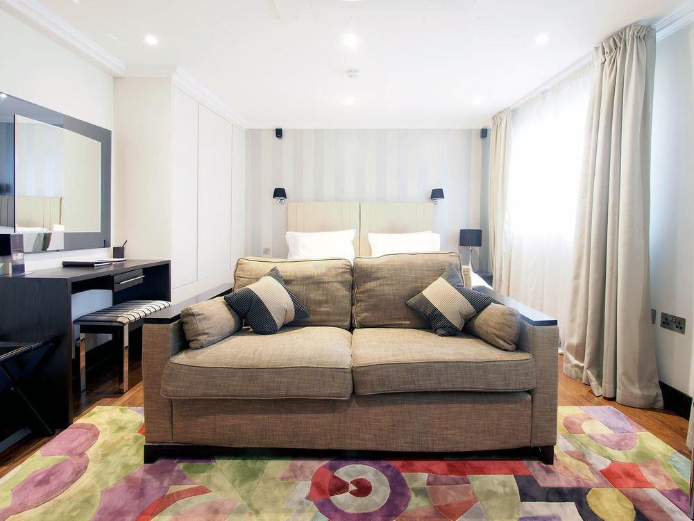 sofa property living room Bedroom home Suite cottage