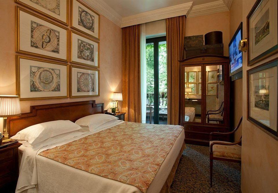 property Bedroom Suite mansion home cottage living room