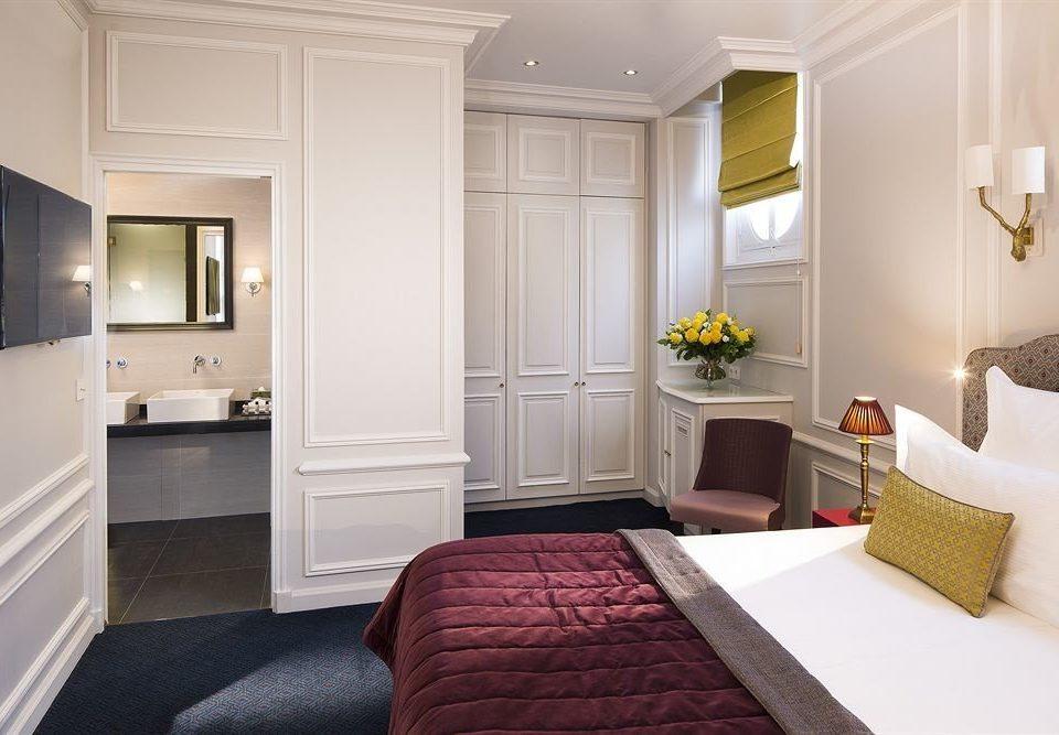 property Bedroom Suite home cottage living room