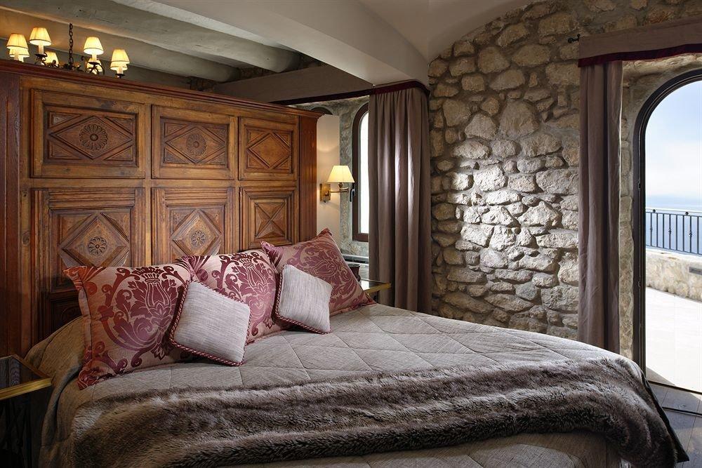 sofa property Bedroom pillow home cottage Suite living room mansion