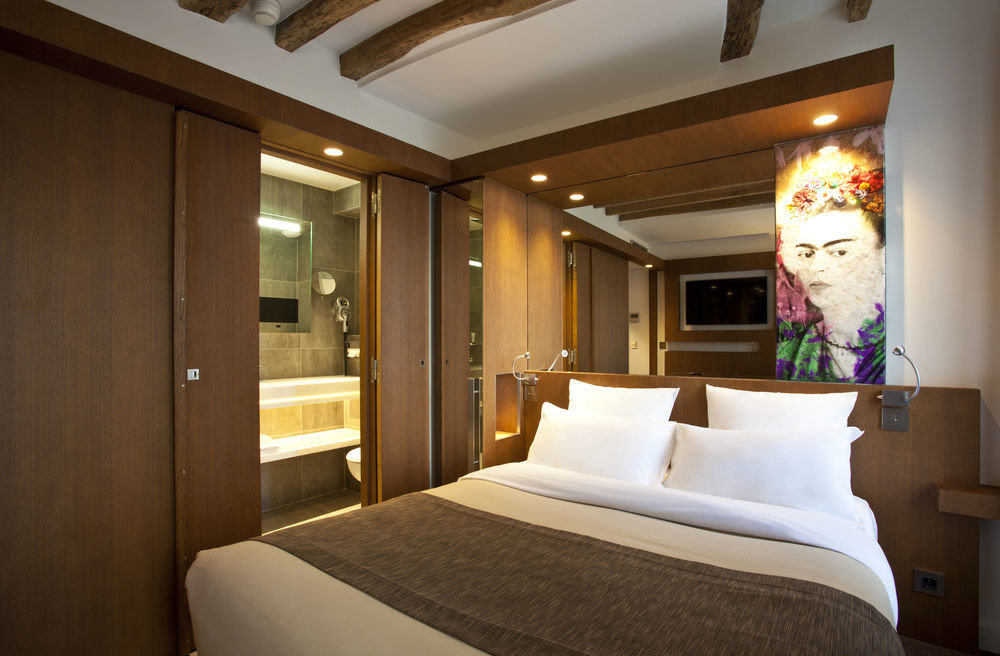 property Bedroom Suite home cottage yacht