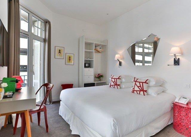 property Bedroom living room cottage home Suite