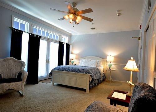 Bedroom property Suite home living room cottage