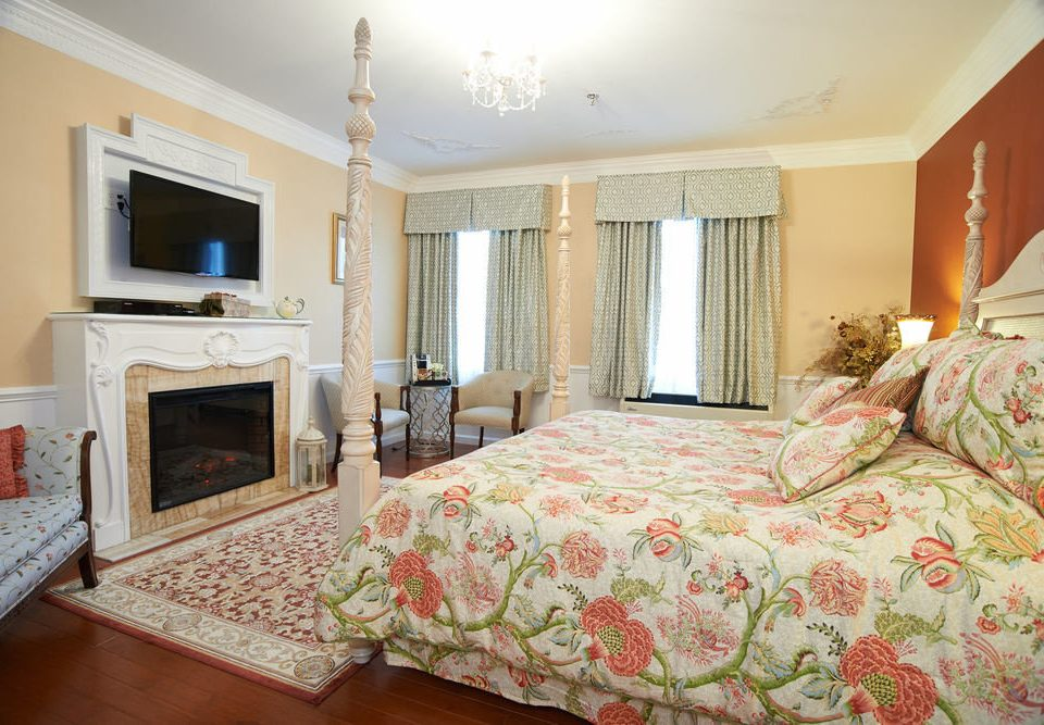 property Bedroom Suite cottage living room home