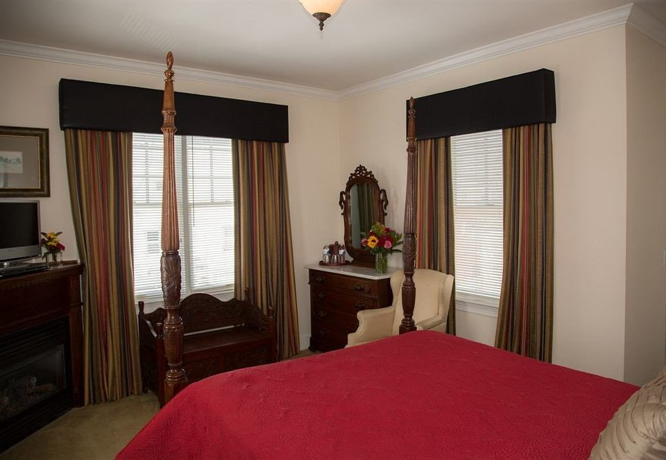red Bedroom property house home cottage Suite living room