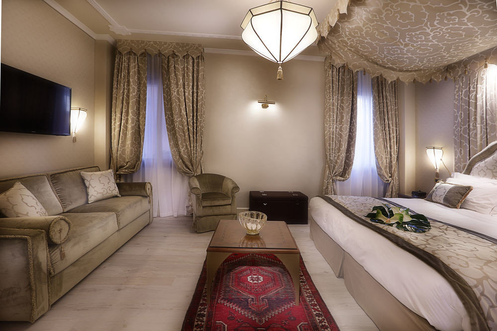 sofa property pillow Suite Bedroom home living room mansion cottage