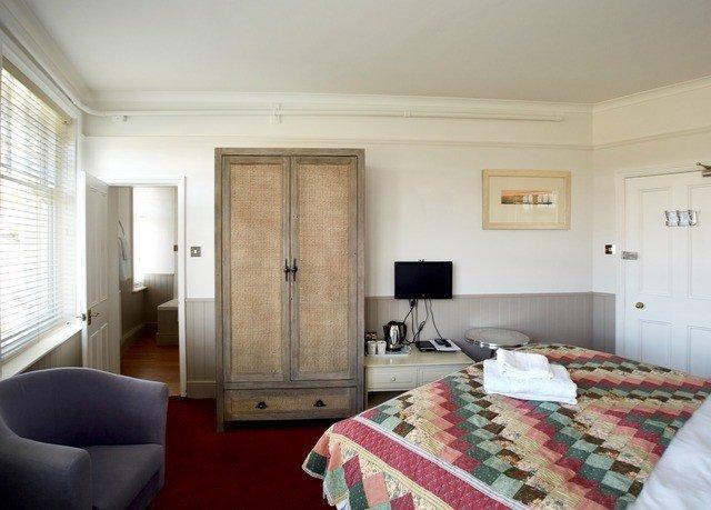 property Bedroom cottage home Suite living room