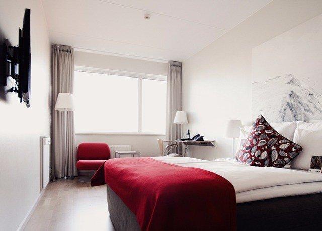red property Bedroom cottage home living room Suite