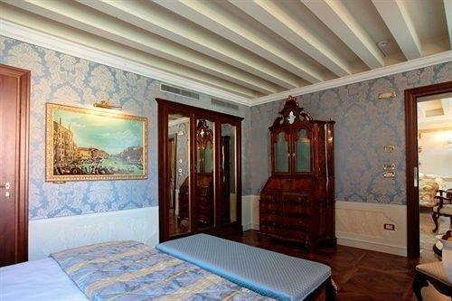 property Bedroom cottage Suite home mansion living room
