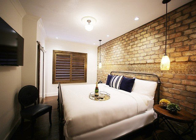 property Suite home cottage living room Bedroom
