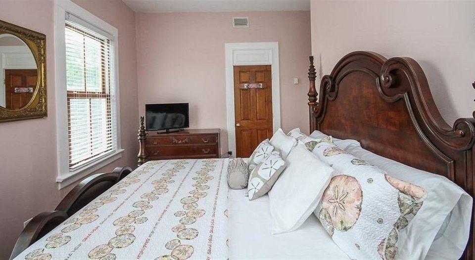 property Bedroom cottage Suite home living room