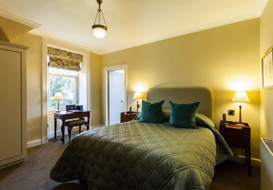 Bedroom property home Suite cottage living room lamp