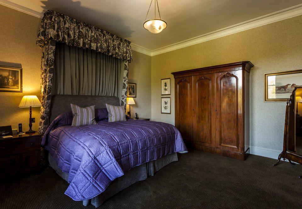 Bedroom property Suite home cottage living room lamp