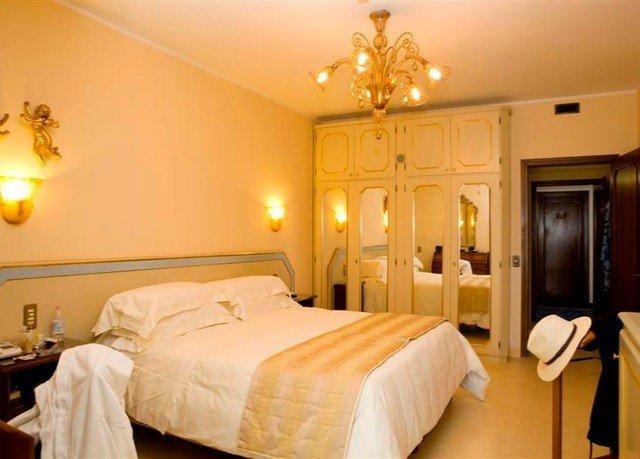 Bedroom property scene Suite cottage light lamp