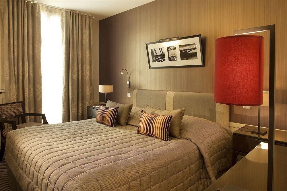 sofa property Suite Bedroom cottage lamp
