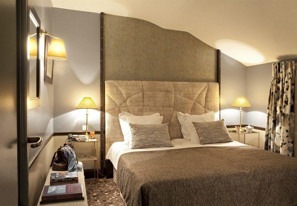 sofa Bedroom property Suite cottage lamp