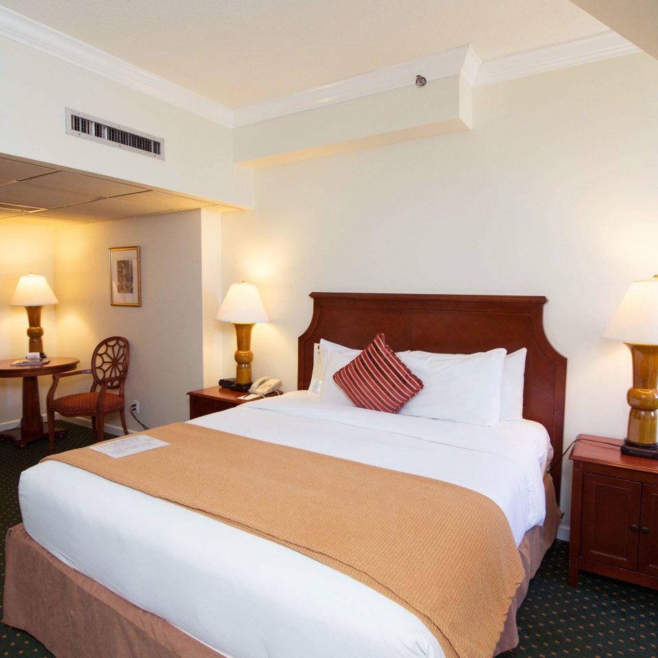 Bedroom property Suite cottage lamp