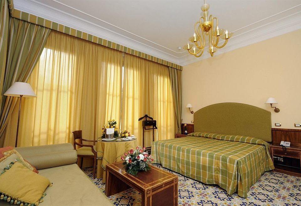 sofa property Suite living room cottage Bedroom lamp