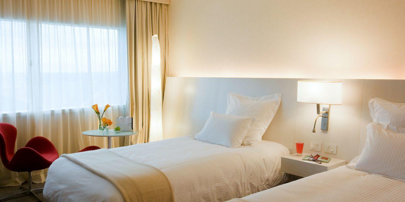 sofa Bedroom property Suite scene pillow cottage lamp