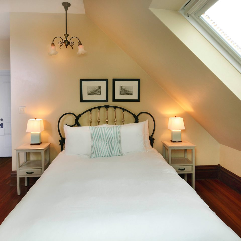property Bedroom Suite cottage lamp