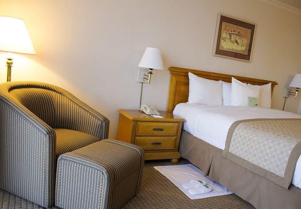 property Suite cottage Bedroom lamp