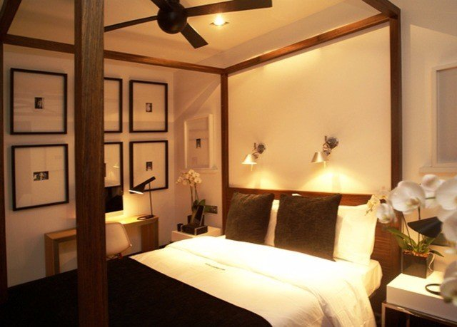 property Suite Bedroom lighting cottage