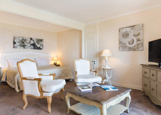 property Suite living room cottage Bedroom