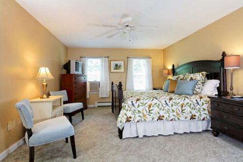 property Bedroom Suite cottage living room