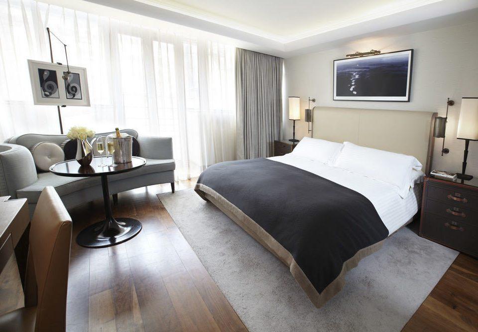 property Suite Bedroom cottage living room