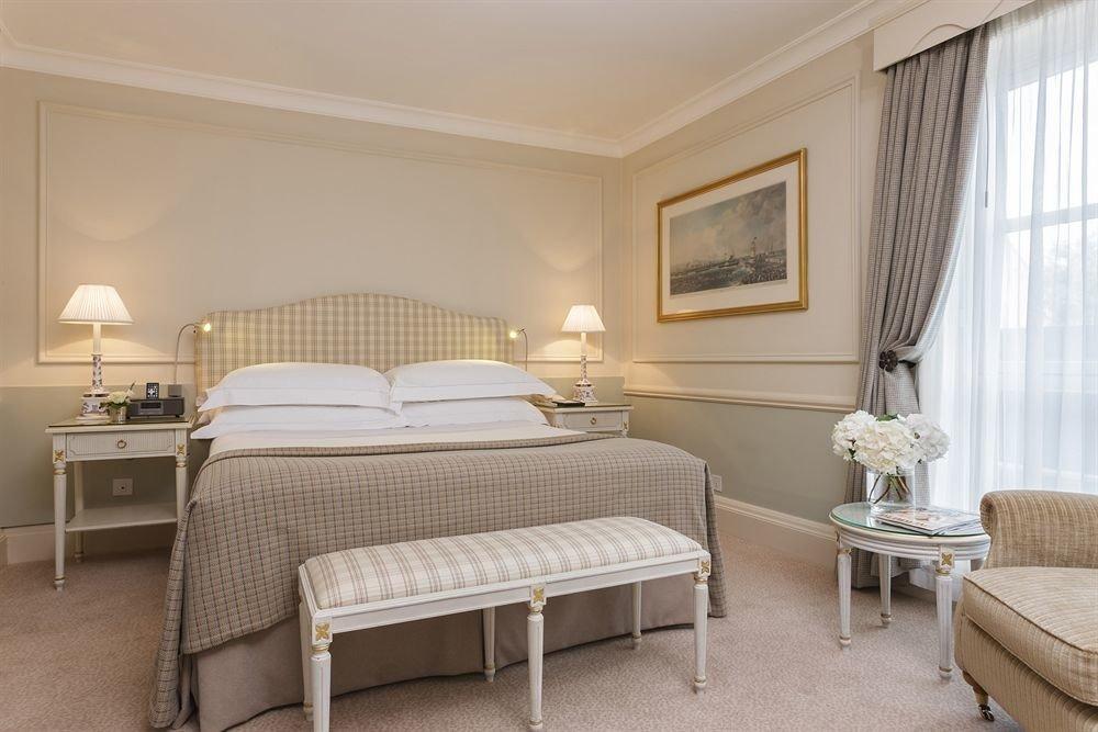 Bedroom property Suite cottage living room