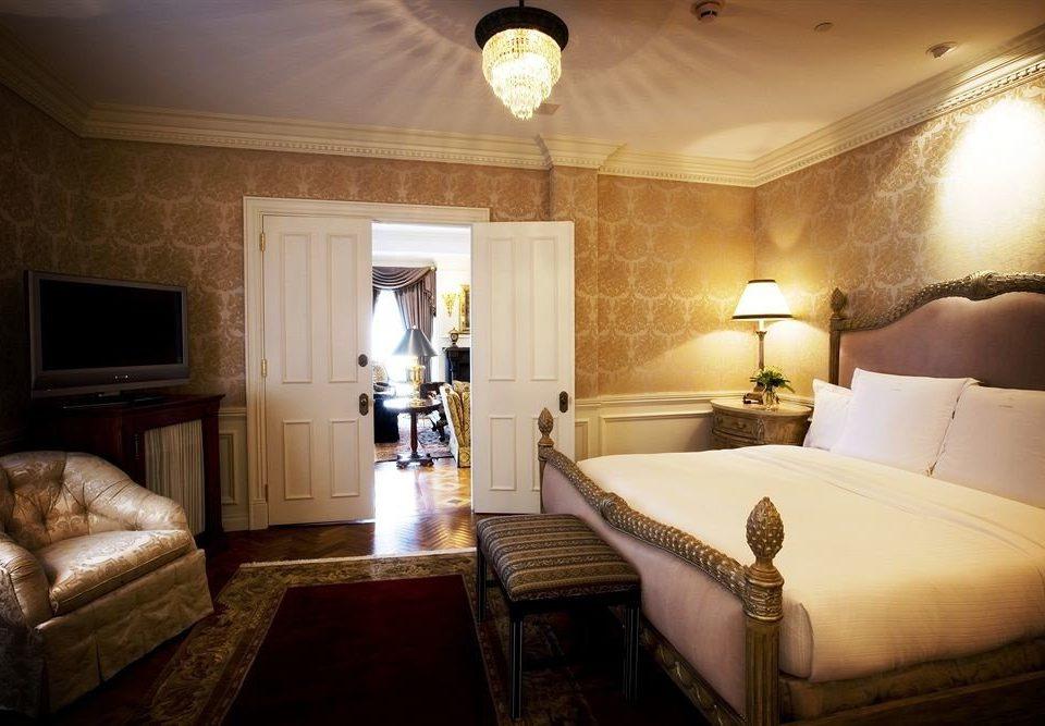property Bedroom Suite cottage mansion