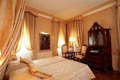 Bedroom property Suite cottage mansion