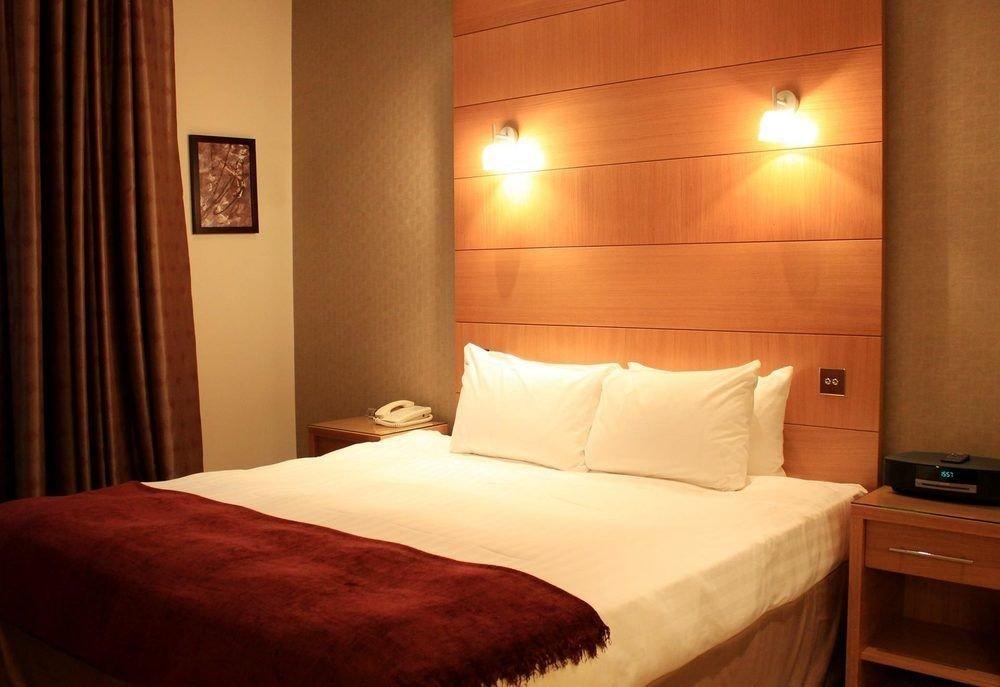 Bedroom property Suite cottage night