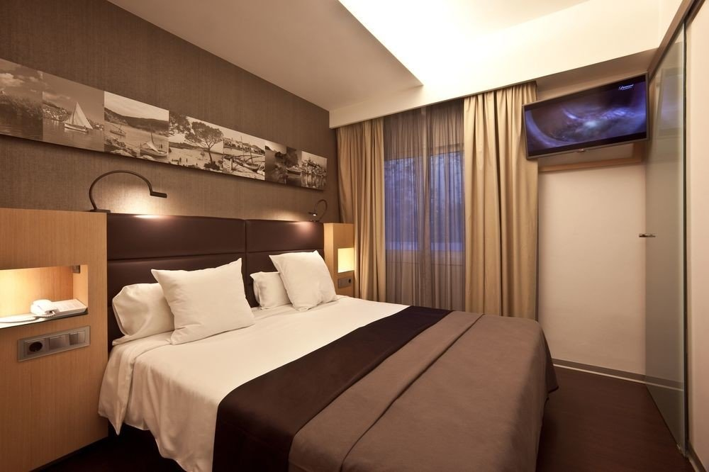 Bedroom property Suite yacht vehicle passenger ship cottage
