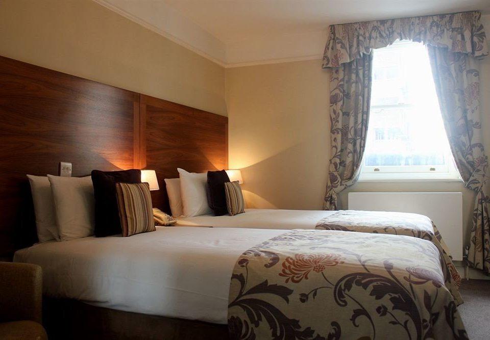 sofa Bedroom property Suite cottage pillow