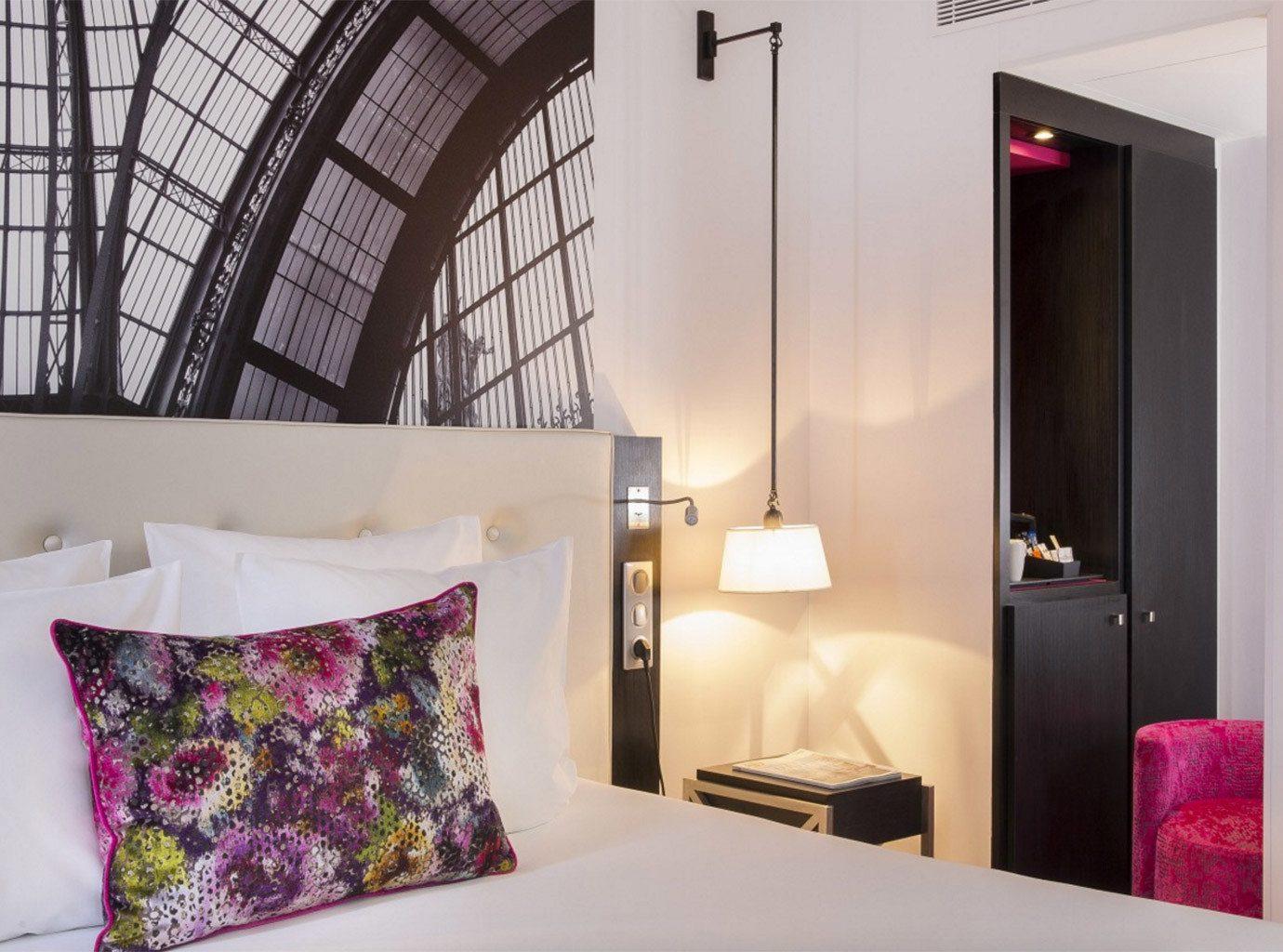 sofa property pillow Suite Bedroom cottage