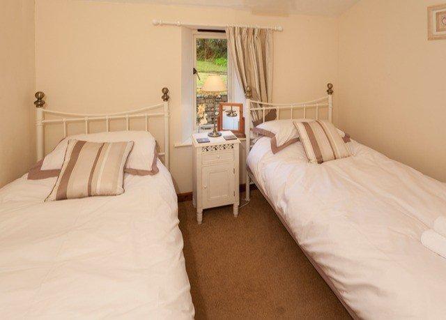 property Bedroom cottage Suite pillow