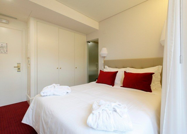 property red Bedroom white Suite cottage