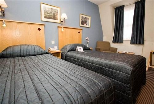 sofa property Bedroom Suite cottage