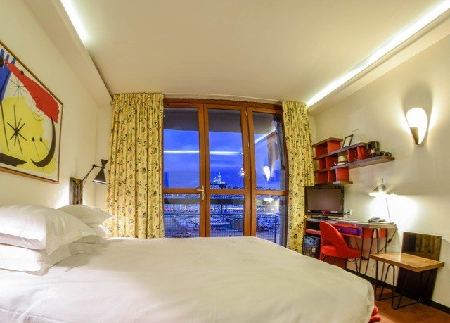 property scene Bedroom cottage Suite