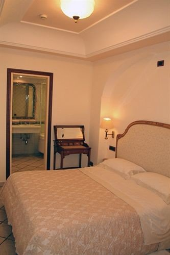 sofa Bedroom property scene Suite cottage