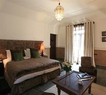 sofa property cottage Suite Bedroom